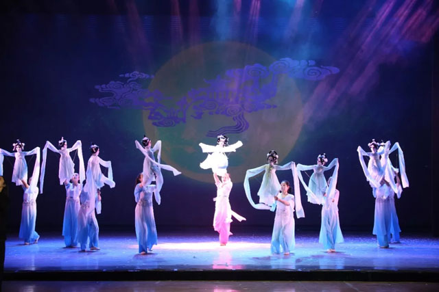 中国神话木偶剧《嫦娥奔月》震撼来袭