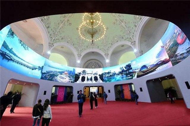 728块LED屏打造上海展览中心360度环幕LED创意显示屏