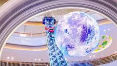义乌吾悦广场巨型LED球屏带你穿越天际