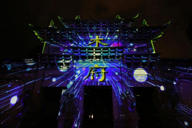 用科技延续东巴文化,Vivitek(丽讯)投影机打造绝美木府灯光秀