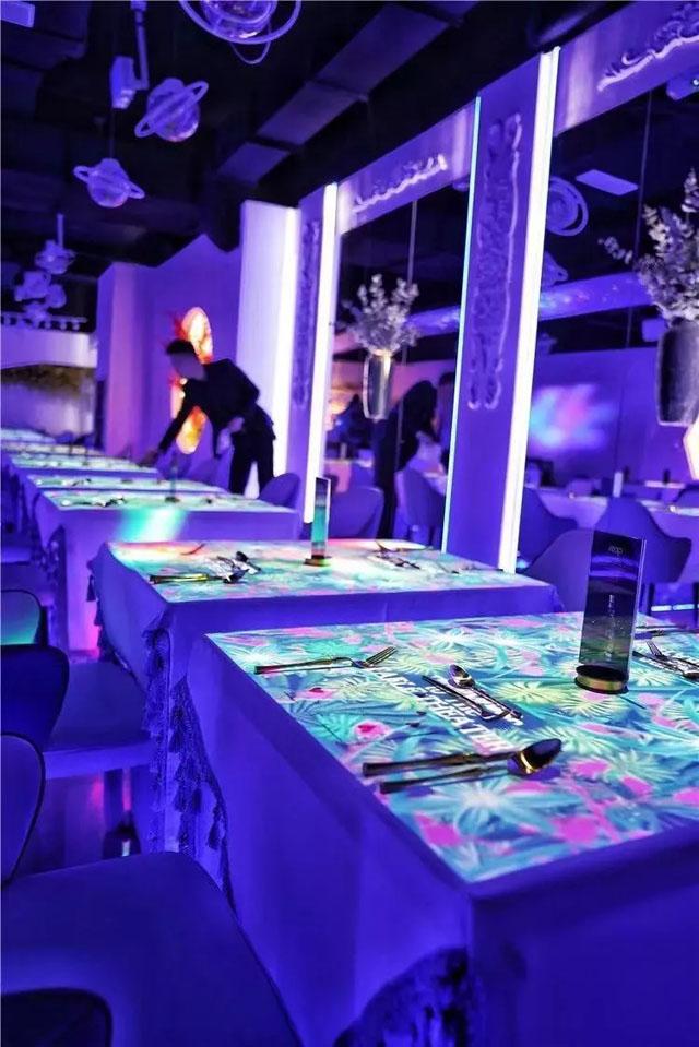 数字餐厅案例:美食与艺术、科技跨界 南京366花元感官餐厅