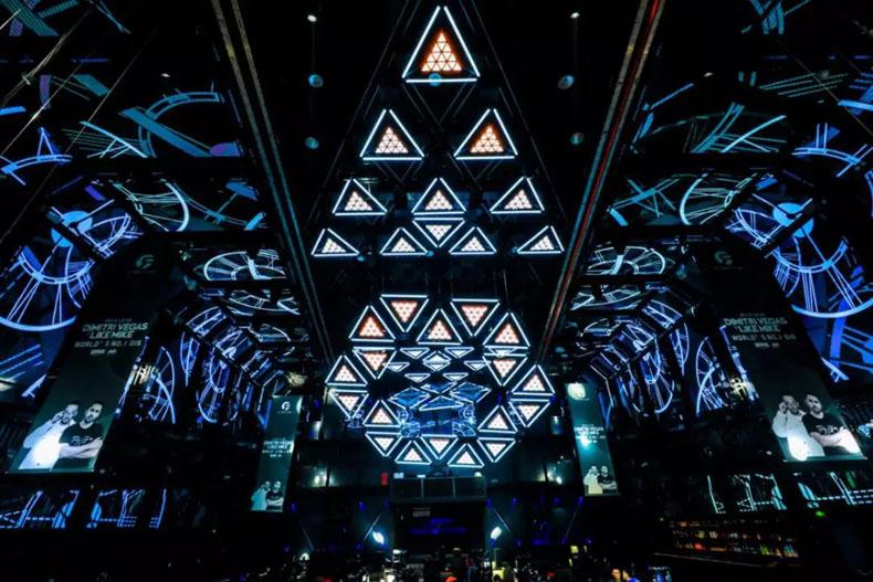 岳中数字科技打造常州ET酒吧高速三点摆动升降三角灯
