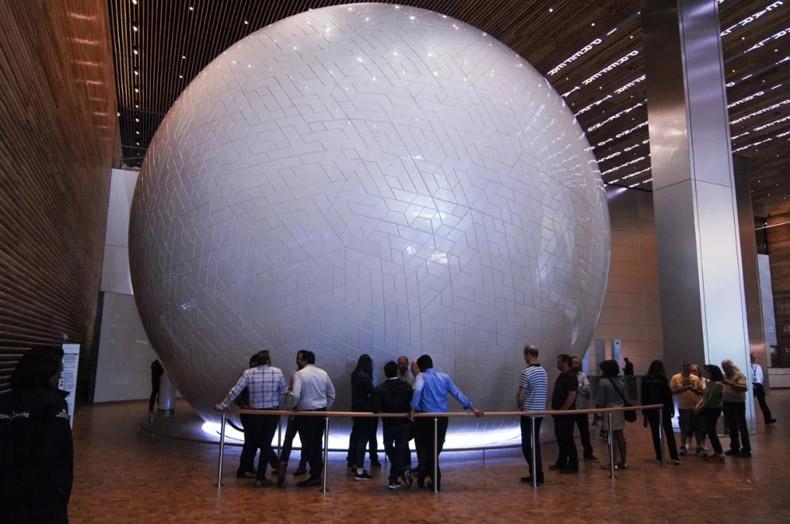 世界第一的娱乐体验:通用球体体验装置