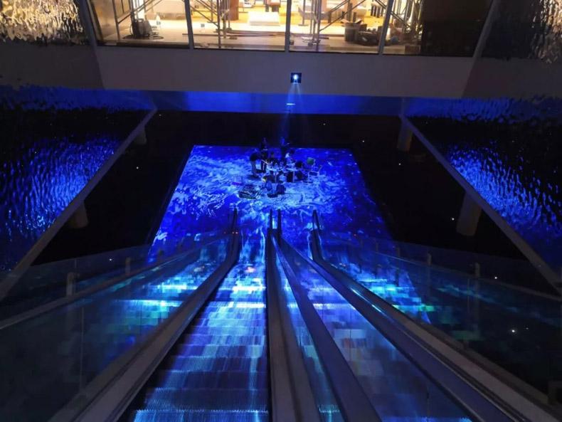杭州万科天空之城沉浸式扶梯地面投影
